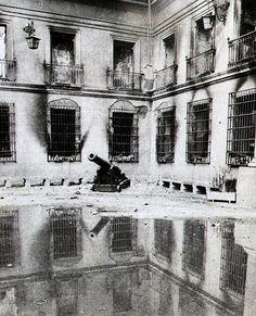 1973. Patio de Los Cañones, Palacio de La Moneda. Victor Jara, Invisible Cities, Pablo Neruda, September 11, Historical Photos, American History, Future, Interior, Ideas
