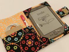 Capa Kindle acolchoado escolher seus próprios tecidos por CraftyStitches na óptica 25,00 Floral de amarelo, cinza...