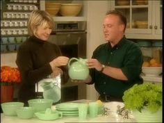 Martha Stewart and David Ross, coauthor of the book Jadeite, talk about collecting Jadeite glass. Vintage Kitchenware, Vintage Dishes, Vintage Glassware, Martha Stewart Home, Vintage Green, Vintage Stuff, Vintage Pottery, Antique Glass, Antique Shops
