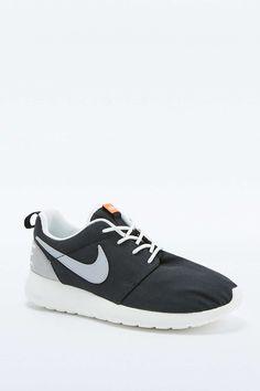 Nike Roshe Run Retro Black and White Trainers