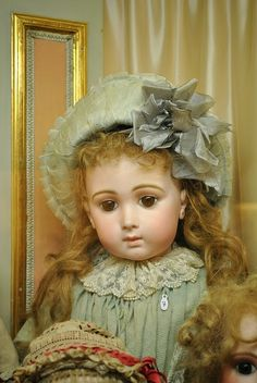 Antique French Bebe Triste/Sad/Long Face Jumeau Doll (Musée de la Poupée)