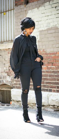 Black Jeans, Black Top, Indianapolis Fashion blog, Sweenee Style, All black outfit, Outfit Idea, Express Jeans, Black outfit idea
