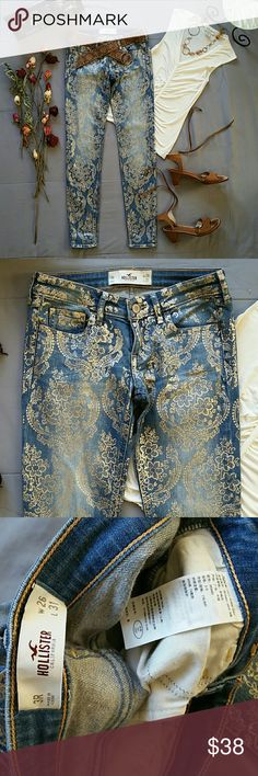 """1hr SALE⏳HOLLISTER GOLD LACE SKINNY LOW RISE JEANS *SALE IS FOR JEANS ONLY!  *99% COTTON 1% ELASTANE EXCLUSIVE OF DECORATION  NWOT NEVER WORN NEVER WASHED. LIKE NEW CONDITION  *GOLD LACE PATTERN IS STAMPED ONTO JEANS WAIST APPROX 28"""" INSEAM APPROX 31"""" RISE APPROX 7"""" LEG OPENINGS APPROX 10"""" STORED IN NON-SMOKING PET FREE HOME Hollister Jeans Skinny"""