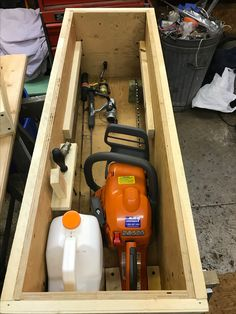 The Right Woodworking Plans Make Woodworking Projects Easy - wood working projects Chainsaw Case, Chainsaw Repair, Beginner Woodworking Projects, Woodworking Plans, Outdoor Tool Storage, Custom Bbq Pits, Cool Tools, Diy Tools, Power Tool Storage