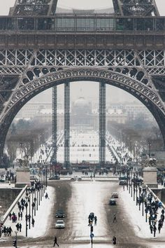 Eiffel tower under snow by Emmanuel Levy
