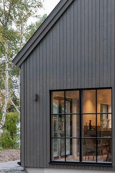 Cottage Design, House Design, Bungalow Renovation, Dark House, Farmhouse Windows, Exterior Remodel, Industrial House, Facade House, Window Design