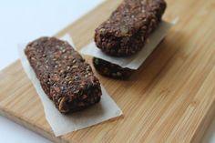 Recept od blogerky: Domácí müsli tyčinky | Vím, co jím Muesli, Cookies, Chocolate, Desserts, Food, Crack Crackers, Tailgate Desserts, Deserts, Granola