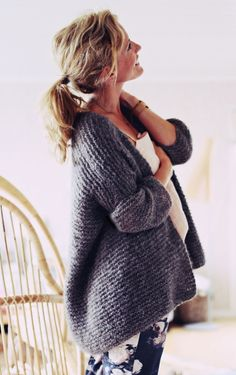 Helppo neuletakki Knitting Yarn, Knitting Patterns, Knit Fashion, Diy Clothes, Knitwear, Knit Crochet, Cool Outfits, Autumn Fashion, Sweaters For Women
