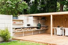 Clôture,auvent et platelage en bois et cuisine extérieure