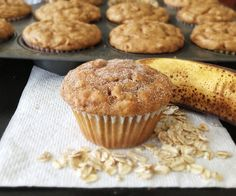 These healthy peanut butter banana oatmeal muffins have no butter and no oil and are super moist and super delicious! sub whole wheat flour, natural pb, almond milk and stevia* Peanut Butter Banana Oats, Peanut Butter Muffins, Cookie Butter, Banana Oatmeal Muffins, Mini Muffins, Breakfast Muffins, Oat Pancakes, Banana Breakfast, Breakfast Potatoes
