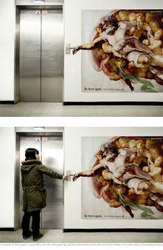 """""""La creazione di Adamo"""" per pubblicizzare uno studio di chirurgia estetica. Basta premere il bottone e si entra a far parte dell'opera di Michelangelo"""