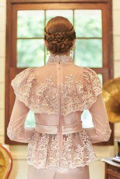Myanmar Traditional Dress, Thai Traditional Dress, Traditional Fashion, Traditional Outfits, Batik Fashion, Abaya Fashion, Fashion Dresses, Model Dress Kebaya, Kebaya Lace