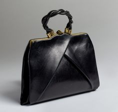 Discover recipes, home ideas, style inspiration and other ideas to try. Fashion Handbags, Tote Handbags, Purses And Handbags, Fashion Bags, Leather Handbags, Leather Bag, Prada Handbags, Handbags Online, Leather Fashion