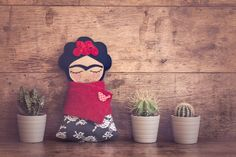 This is a perfect gift for any Frida Khalo lover.  This 24cm folk art doll is handmade with great attention to detail.  Her face is made of