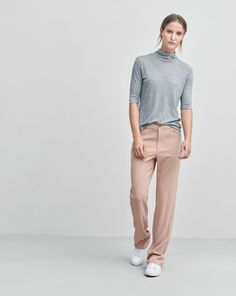 Fine tencel and cashmere rib roller with a feminine slim fit. Mid length sleeves. <br><br> - Tercel Cashmere mix<br> - Slim fit<br> - Mid sleeve<br> <br> The model is 177cm and wears size S.
