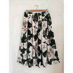 French vintage floral maxi skirt button-through maxi skirt in  #vintage #boho #bohemian #frenchvintage #vintageskirt #floral #flowy #midiskirt #maxiskirt #summer #summerclothing