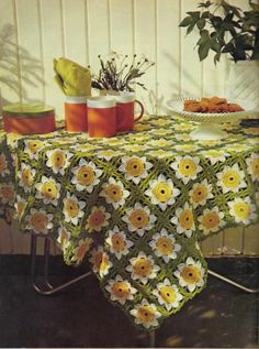 Free pattern tablecloth, so vintage, so retro, so gotta make it. Thanks for sharing xox