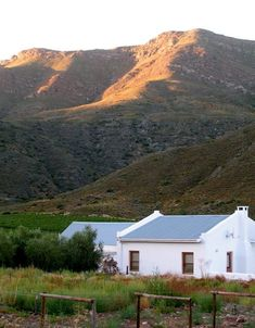 Accommodation and reservations at Harmonie Farm Cottage, in Montagu Farm Cottage, Country Roads, Mountains, Nature, Travel, Holidays, Naturaleza, Viajes, Holidays Events