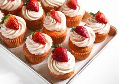 Vanilkovo-citrónové cupcakes s jahodovým mascarpone krémom