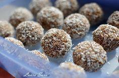 Scottish Macaroon Snowballs Recipe - made with potatoes Raspberry Macaroons, Coconut Macaroons, Macarons, Scottish Recipes, Irish Recipes, Chocolate Snowballs, Hot Chocolate, Snowball Candy, Snowballs Recipe