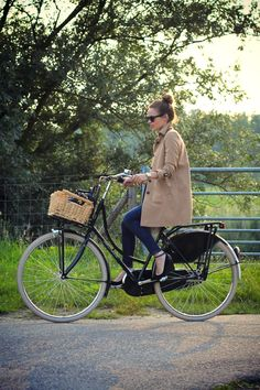 trench+ rad bike w/basket+ wedges+ sunnies+ beautiful day= all of my favsssss