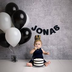 Birthday balloons pictures photography smash cakes 25 ideas for 2019 Baby Cake Smash, 1st Birthday Cake Smash, Baby Boy First Birthday, First Birthday Photos, Smash Cakes, Birthday Ideas, Simple 1st Birthday Party Boy, One Year Birthday Cake, Baby Boy Cakes