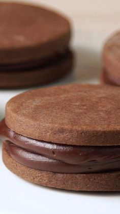 Ganache Stuffed Alfajores- Alfajores Rellenos de Ganache Chocolate is never enough, that& why we had to create these Alfajores 😌 - Baking Recipes, Cookie Recipes, Dessert Recipes, Delicious Desserts, Yummy Food, Chocolate Desserts, Chocolate Fondant, Modeling Chocolate, Chocolate Ganache