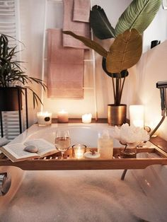 Das sind die Deko Trends 2021! | Westwing Bathroom Inspiration, Home Decor Inspiration, Bathroom Inspo, Spa Bathroom Decor, Interior Design Layout, Dream House Interior, Relaxing Bath, Luxury Bath, Decoration Design