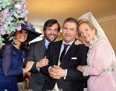 Gemma me escribió contándome que nada me hacía más ilusión que poder compartir en el blog todos los detalles de su boda andaluza celebrada en un caluroso diía en el mes de Diciembre. Así que hoy os cuento su historia, la de Gemma y Antonio.