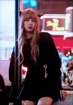 Lisa of blackpink Kim Jennie, Kpop Girl Groups, Korean Girl Groups, Kpop Girls, Blackpink Lisa, Lisa Blackpink Wallpaper, Blackpink Members, Kim Jisoo, Black Pink Kpop
