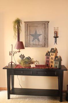 I have a table just like this in my living room. I think I'll re- paint it black & add these little touches. Love the clean primitive look of this. Primitive Homes, Primitive Living Room, Living Room Decor Country, Primitive Furniture, My Living Room, Country Decor, Primitive Country, Primitive Kitchen, Primitive Shelves