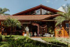 Festa de aniversário de 1 ano da Isabela em Curitiba | Fotografia lifestyle de família em Curitiba Buffets, Gazebo, Pergola, Outdoor Structures, Cabin, House Styles, Home Decor, Party Buffet, Fotografia