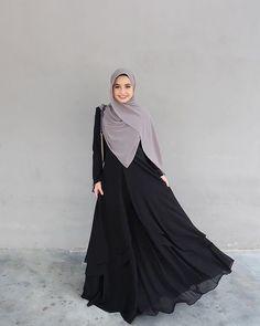 Dah ready dahhh this week? ❤️❤️❤️❤️❤️ Cuba like banyak-banyak dan komen dekat bawah 👇🏻 Modern Hijab Fashion, Hijab Fashion Inspiration, Abaya Fashion, Muslim Fashion, Modest Fashion, Fashion Dresses, Hijab Gown, Hijab Style Dress, Casual Hijab Outfit
