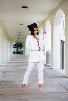 Nursing Graduation Pictures, Graduation Look, College Graduation Pictures, Graduation Picture Poses, Graduation Photoshoot, Senior Picture Outfits, Grad Pics, Graduation Dress College, Grad Pictures