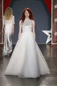 5faa8f254e8 Jenny Packham Bridal Spring 2018 Fashion Show