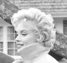 Marilyn Monroe by Douglas Kirkland Star Wars, Norma Jeane, Vintage Hollywood, Vintage Beauty, American Actress, My Idol, Movie Stars, The Outsiders, Bombshells