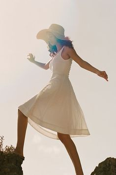 Mar 2020 - Petite Anthropologie Brighton Dress in White Size: 12 P, Women's Dresses White Outfits, Summer Outfits, Summer Clothes, Tropical Outfit, Petite Dresses, Women's Dresses, Unique Dresses, Dresses Online, Graduation Pictures