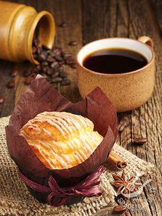 Per gli amanti dei muffins, i tipici dolcetti americani, sarà una sorpresa assaggiare questi Muffins glassati alla crema di pesche: originali e gustosi!
