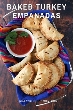Baked Turkey Empanadas Made with Ground Turkey Breast are an easy calorie-conscious snack or quick dinner for the entire family. One Bite Appetizers, Easy Appetizer Recipes, Appetizers For Party, Delicious Appetizers, Appetizer Ideas, Potluck Recipes, Delicious Dishes, Dinner Recipes, Crescent Roll Veggie Pizza