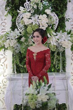 Kebaya Lace, Kebaya Brokat, Kebaya Dress, Dress Brukat, Dress Outfits, Traditional Wedding, Traditional Dresses, Wedding Looks, Dream Wedding