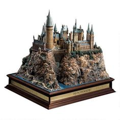 Harry Potter Hogwarts Castle Replica   This is beautiful