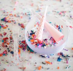 A Subtle Revelry confetti blower party horns Make around string ones have Diy Party Blower, Party Blowers, Party Favors, Diy Birthday, Birthday Parties, Diy Confetti, An Affair To Remember, How To Make Homemade, New Years Party