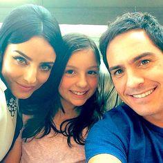 Aislinn Derbez y Mauricio, con la hija de éste