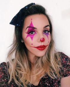 """140 curtidas, 14 comentários - Amanda Alcântara 🌻 (@by_amandaalcantara) no Instagram: """"‼️Última dessa sequência pra avisar que o vídeo de tutorial dessa make já foi gravado e sai ainda…"""" Womens Clown Makeup, Girl Clown Makeup, Easy Clown Makeup, Rainbow Eye Makeup, Disfarces Halloween, Character Halloween Costumes, Halloween Makeup Clown, Maquillage Halloween, Clown Costume Women"""