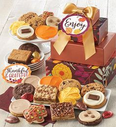 This fall, send a cookie gift to all of your friends. Cheryl's fall-themed cookies and treats are the sweetest way to send a message during the autumn season. Peanut Butter Frosting, Cookie Frosting, Butter Pecan, Buttercream Frosting, Fall Decorated Cookies, Fall Cookies, Cut Out Cookies, Pumpkin Fudge, Pumpkin Chocolate Chips