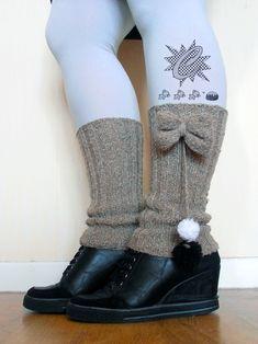 Tricot : Guêtre facile modèle maison - lot du concours - Le Monde de Célénaa Leg Warmers, Ravelry, Knitting, Boots, Winter, Kids, Accessories, Outlander, Fashion