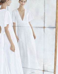 The newest Carolina Herrera wedding dresses have arrived! See what the latest Carolina Herrera bridal collection has to offer wedding dress shoppers. 2018 Wedding Dresses Trends, Celebrity Wedding Dresses, Fall Wedding Dresses, Crepe Wedding Dress, Elegant Wedding Dress, Perfect Wedding Dress, Carolina Herrera Bridal, Vogue, Autumn Fashion 2018