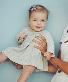 sublie idée très simple et élégante, coiffure bébé fille pour votre petite princesse, joli noeud minuscule