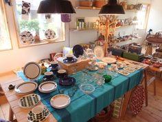 テーブルウェアは充実していますよ♪『夏のしずく』と呼ばれる フィンランドのガラスの器がとってもきれいです。
