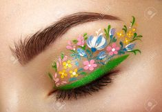 Is floral eyeliner the new flower crown? Get inspired with these GORGEOUS floral eyeliner looks and try it for yourself! (it's not as hard as you'd think!) (Best Eyeliner Looks) Makeup Geek, Makeup Inspo, Makeup Inspiration, Eye Makeup, Makeup Ideas, Beauty Makeup, Beauty Kit, Beauty Hacks, Beauty Products